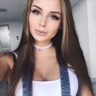 Красивые девушки фото от Evie 22