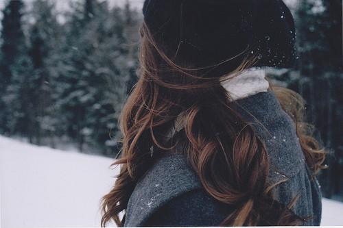 Фото девушек зимой со спины 12