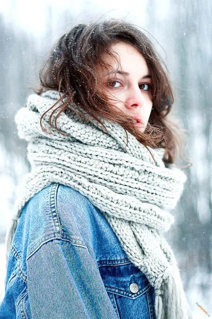 Фото девушки зимой со снегом на аву 2