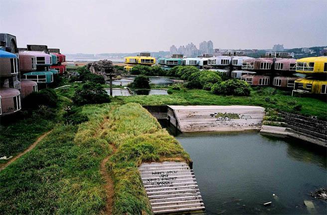 Удивительные и очень красивые фото заброшенных городов 12