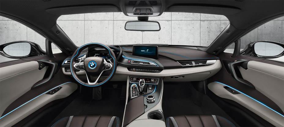 BMW i8 - красивые фото, картинки и фото салона автомобиля 11