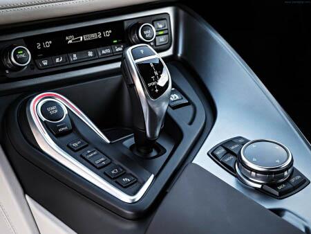 BMW i8 - красивые фото, картинки и фото салона автомобиля 12
