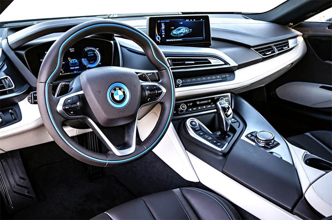 BMW i8 - красивые фото, картинки и фото салона автомобиля 9