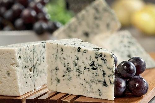 Голубой сыр и его разновидности, сыр с голубой плесенью - описание Дорблю