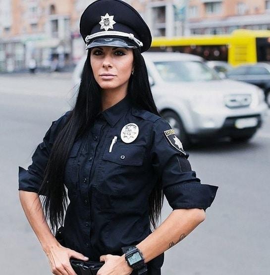 Красивые девушки в форме полиции - смотреть фото бесплатно 10