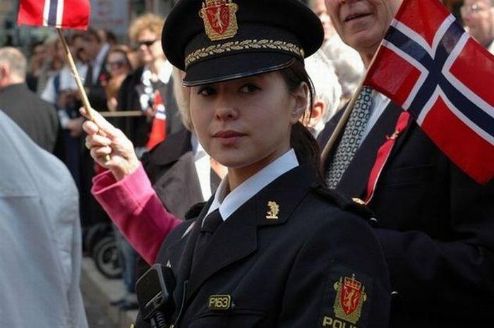 Красивые девушки в форме полиции - смотреть фото бесплатно 15