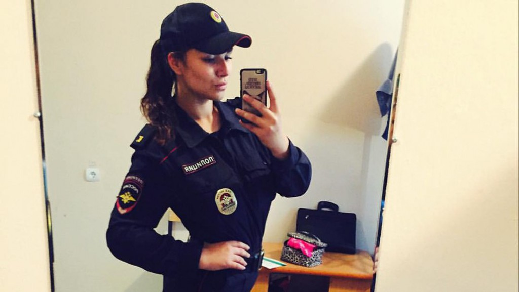 девушка в полицейской форме фото-йд2
