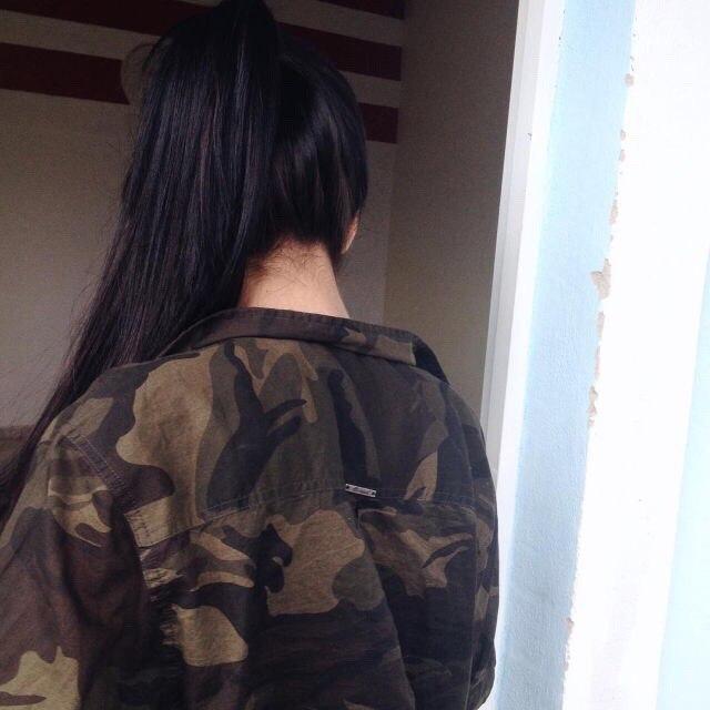 Прикольные и красивые картинки девушек на аватарку со спины 16