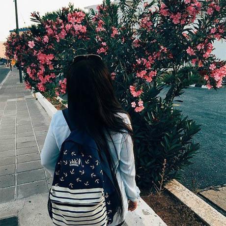 Прикольные и красивые картинки девушек на аватарку со спины 9