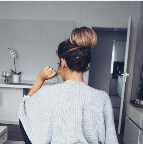 Классные и крутые картинки на аватарку для девушек со спины.
