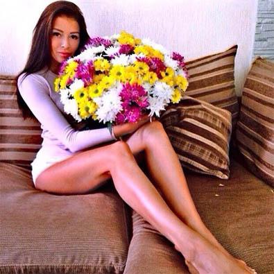Девушки с цветами на аву - красивые, прикольные, классные, крутые 8