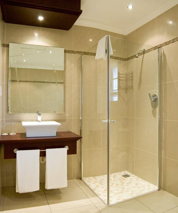 Как сделать ремонт в маленькой ванной своими руками - фото и идеи 12