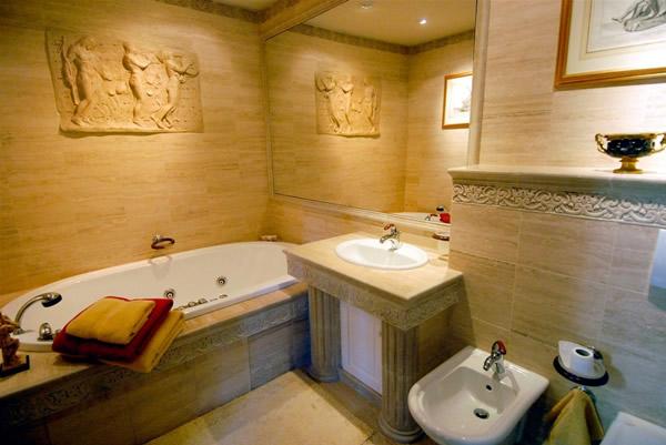 Как сделать ремонт в маленькой ванной своими руками - фото и идеи 2