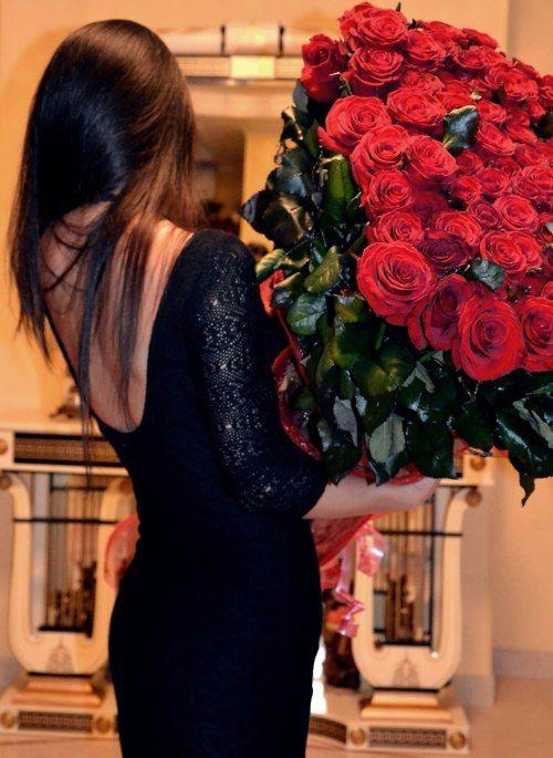 Красивые девушки с цветами задом