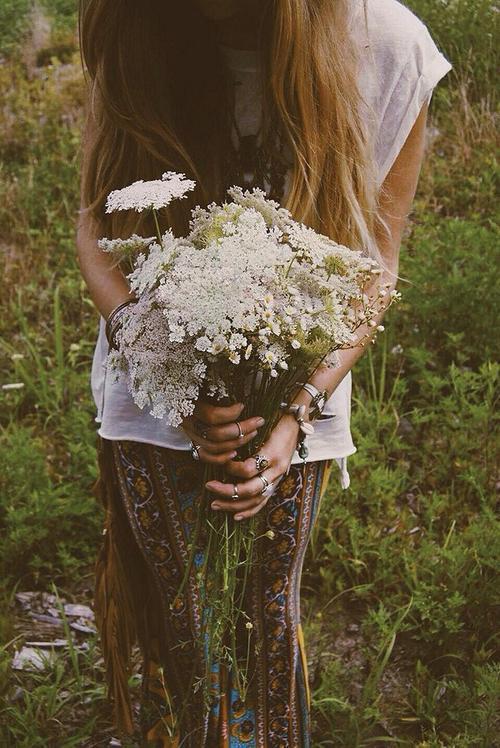 Фото девушек красивых со спины с цветами