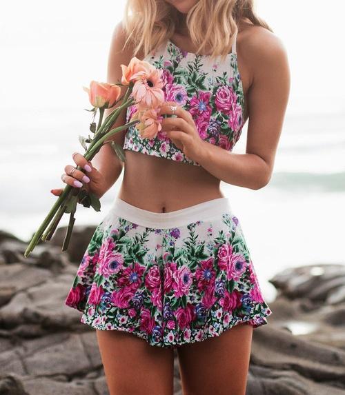 Скачать картинки - девушка с цветами со спины, красивые, крутые 8