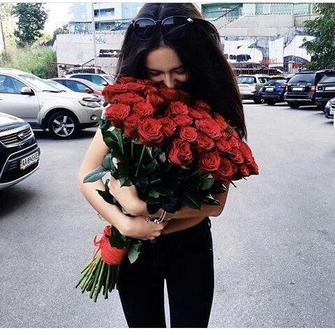 Фото девушек с цветами - красивые, прикольные, удивительные 13