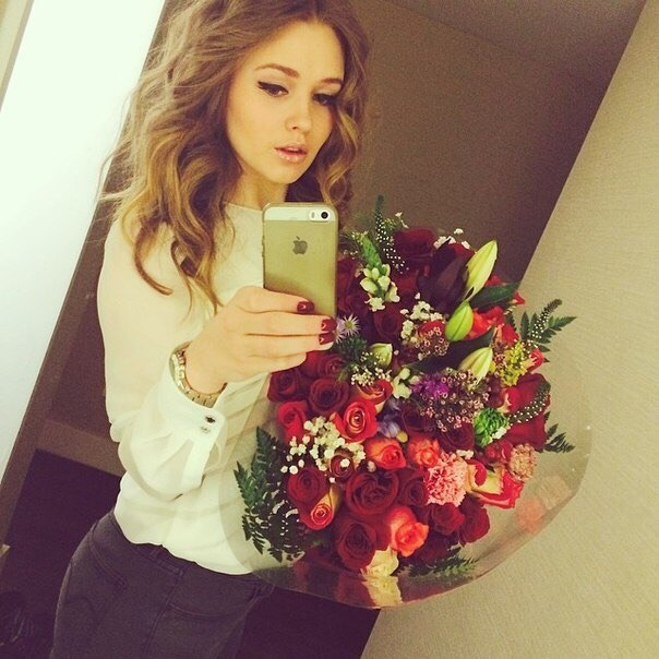красивые фото с девушек цветами