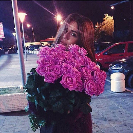 Фото девушек с цветами - красивые, прикольные, удивительные 9