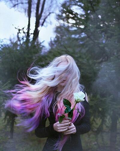 Тумблер девушки с цветами