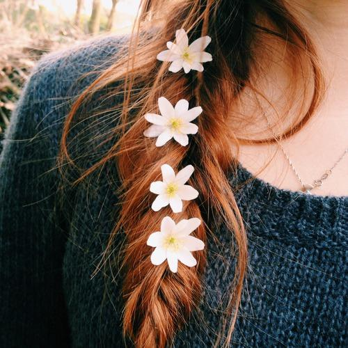 Девушки на аву без лица с цветами - красивые, прикольные, крутые 10