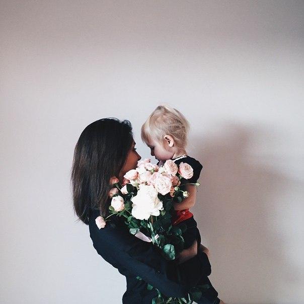 Девушки на аву без лица с цветами - красивые, прикольные, крутые 12
