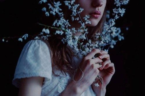 Девушки со спины с цветами на аву - красивые, классные, прикольные 6