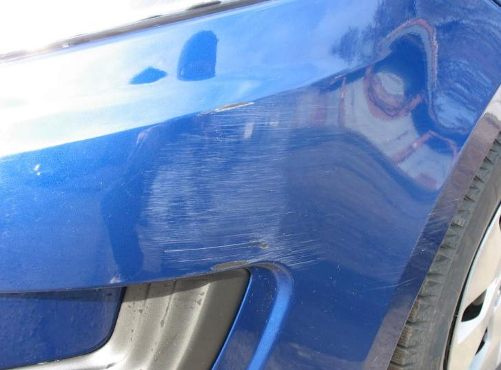 Убрать потертости на бампере автомобиля