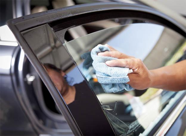 Тонировка автомобиля своими руками - как правильно затонировать стекла 1
