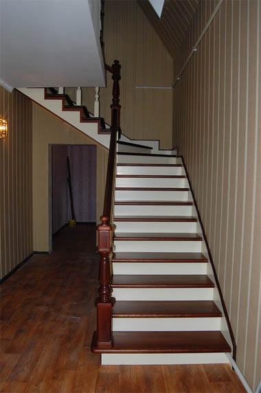 Чем покрасить деревянную лестницу в доме - советы и рекомендации 1