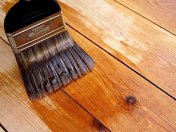 Чем покрасить деревянную лестницу в доме - советы и рекомендации 2