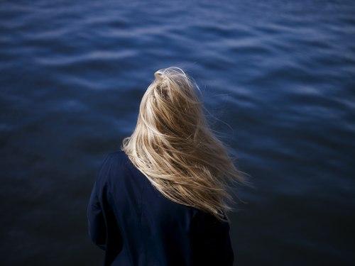 Картинки на аву девушки с красивыми волосами - самые классные 14