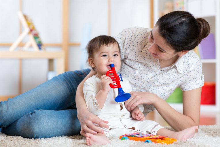 В каком возрасте ребенок начинает говорить, как ему помочь разговаривать 3