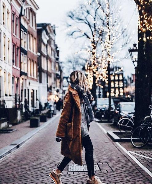 Картинки девушки зимой со спины на аву - красивые и прикольные 10