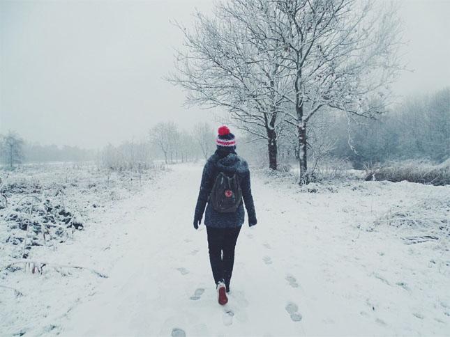 Картинки девушки зимой со спины на аву - красивые и прикольные 6