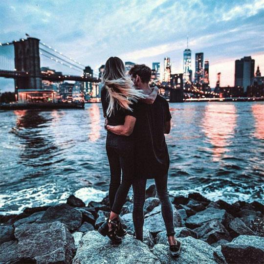 Прикольные и красивые картинки парень с девушкой обнимаются 10