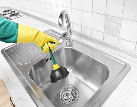 Как прочистить засор в раковине на кухне - основные способы 1