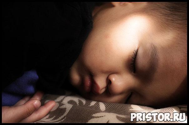 Почему ребенок просыпается ночью и плачет - причины, что делать 2