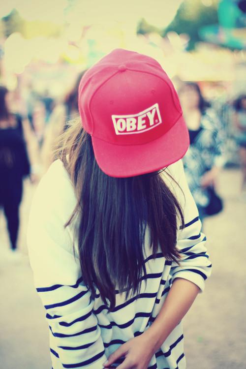 Прикольные и красивые картинки девушек в кепке на аву - сборка 14
