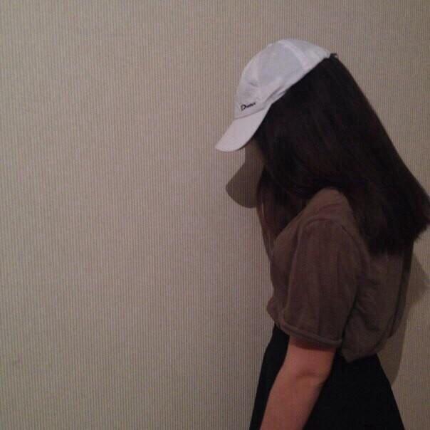 Прикольные и красивые картинки девушек в кепке на аву - сборка 5