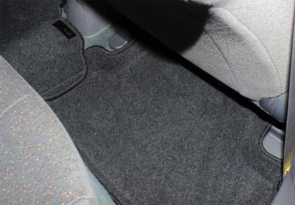 Разновидности и особенности автомобильных ковриков - плюсы и минусы 2
