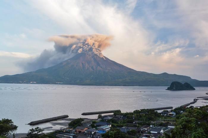Извержение вулкана, землетрясения, лава - красивые снимки и фото 14