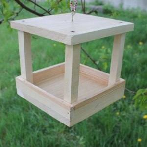 Как сделать кормушку для птиц своими руками - идеи из дерева, бутылки, коробок 10