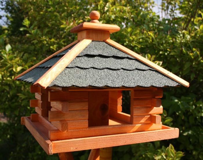 Как сделать кормушку для птиц своими руками - идеи из дерева, бутылки, коробок 11