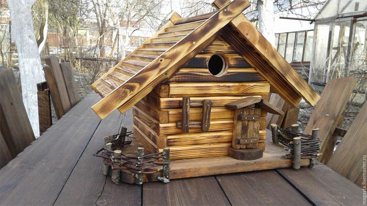 Как сделать кормушку для птиц своими руками - идеи из дерева, бутылки, коробок 20