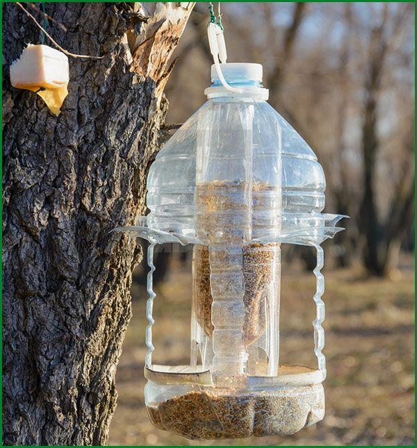 Как сделать кормушку для птиц своими руками - идеи из дерева, бутылки, коробок 26
