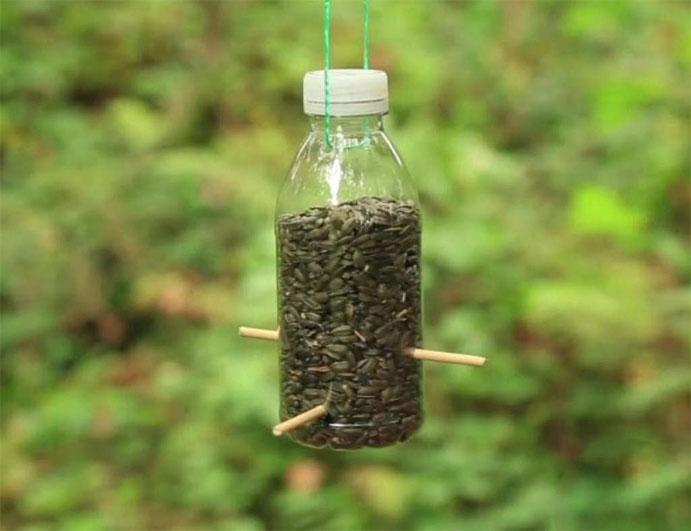 Как сделать кормушку для птиц своими руками - идеи из дерева, бутылки, коробок 8