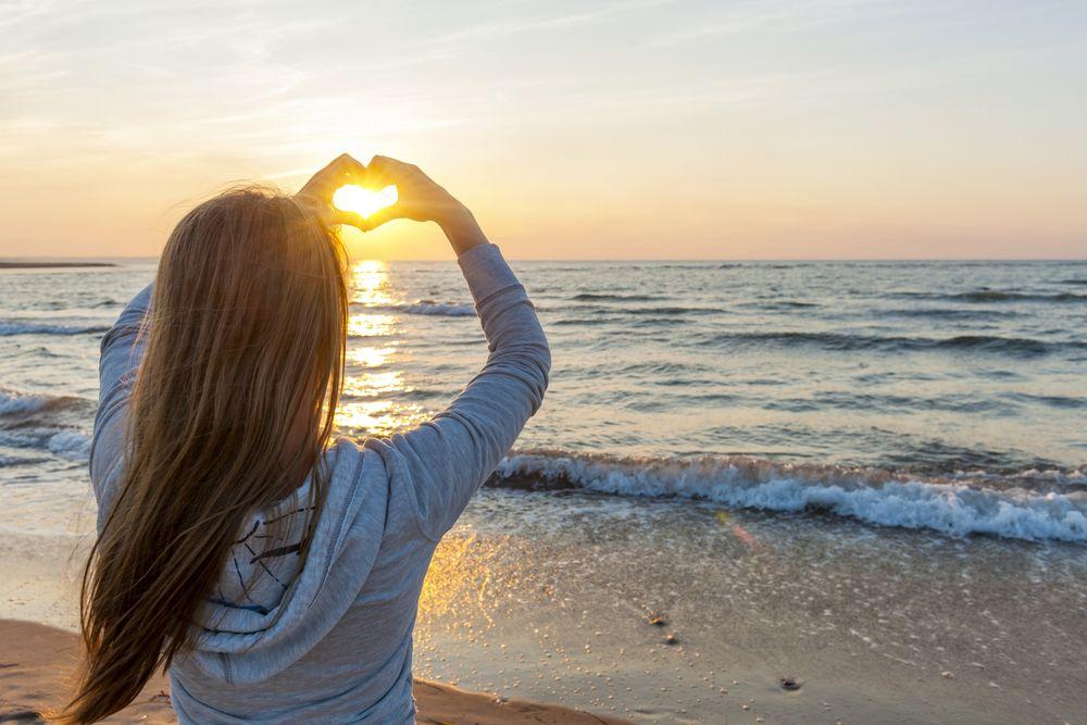 Красивые картинки, как люди держат Солнце руками - подборка 12