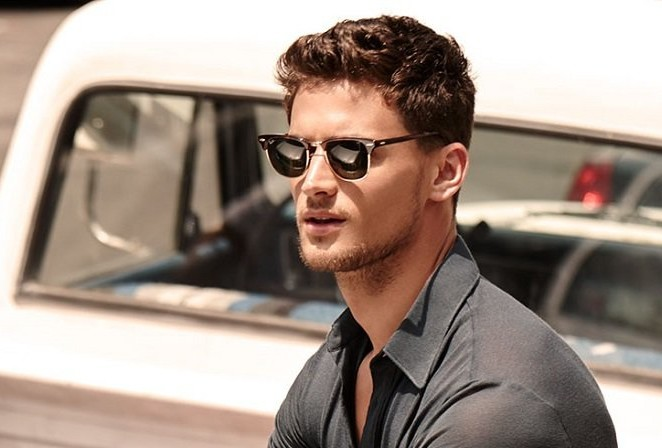 Фото красивых мужчин на аву в очках