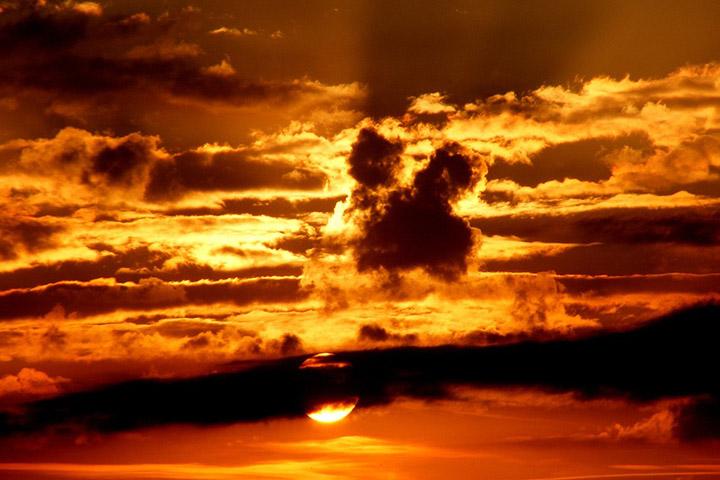 Невероятный и красивый закат Солнца летом - картинки и изображения 9